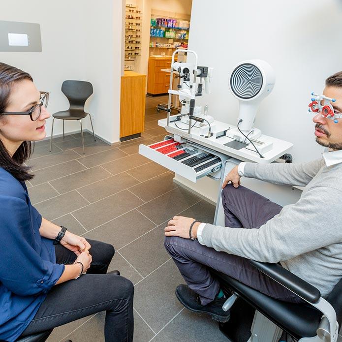 Sehtest beim Optiker Waldegg