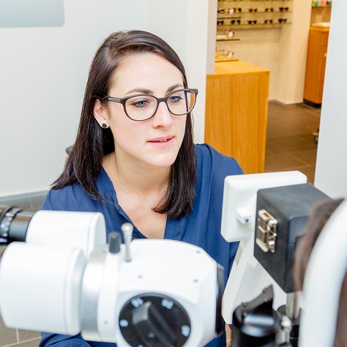 Optiker Waldegg Analyse der Netzhautdaten